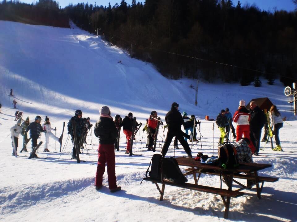 7c8f6d4b8 Večerné lyžovanie. v hlavnej sezóne sa u nás môžete lyžovať vo vybrané dni  aj večer.